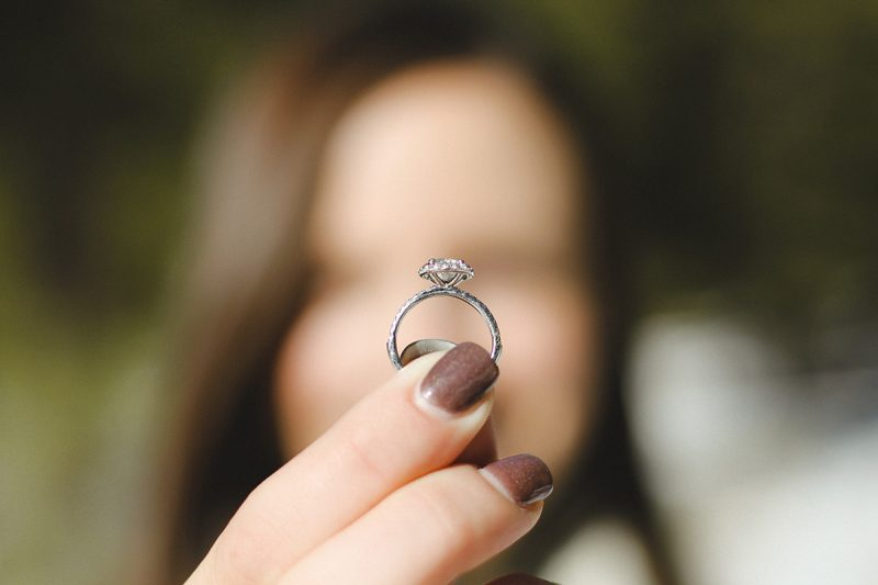 Why women are selling engangement rings